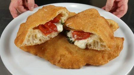 Pizza fritta fatta in casa: la ricetta semplice per averla perfetta