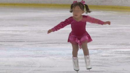 Ha solo 3 anni, ma il suo balletto sul ghiaccio incanta tutti