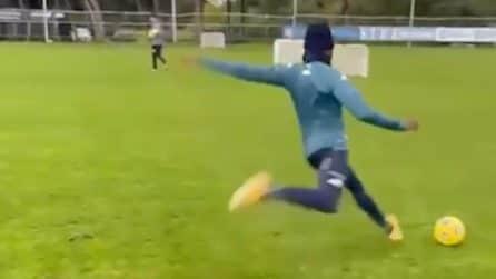 """Napoli, piede """"caldo"""" in allenamento per Osimhen: che precisione"""