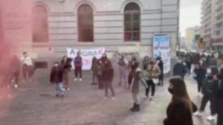 """Covid, protestano gli studenti del Vittorio Emanuele II-Garibaldi di Napoli: """"Vogliamo sicurezza"""""""