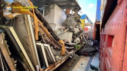 Sequestrate tonnellate di rifiuti pericolosi nei container del porto di Napoli