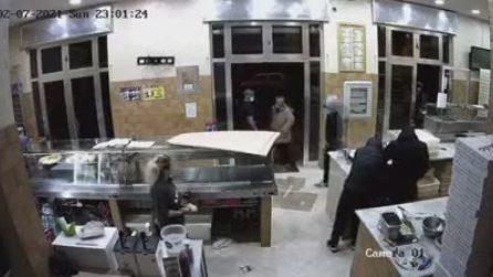 Afragola, rapina in una pizzeria: malviventi scappano via con la cassa