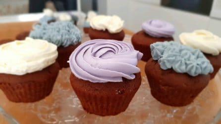 Cupcakes al cacao con crema al mascarpone: il dessert bello e goloso