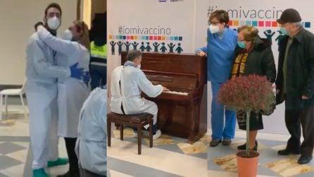 Vaccini, al Parco Vanvitelliano c'è un infermiere al pianoforte: accoglie gli anziani con ''O Sole Mio'