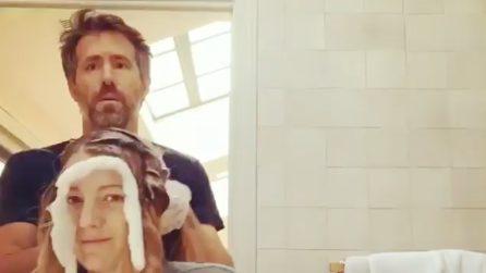 Blake Lively cambia look: è Ryan Reynolds il suo parrucchiere di fiducia