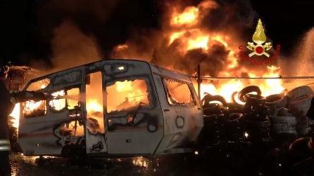 Quartu Sant'Elena, le spaventose immagini dell'incendio nel deposito di gomme