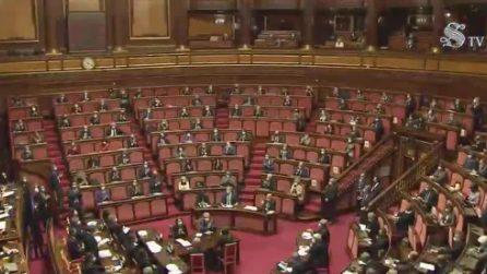 Mario Draghi ringrazia Conte in Senato, partono applausi e versi di protesta