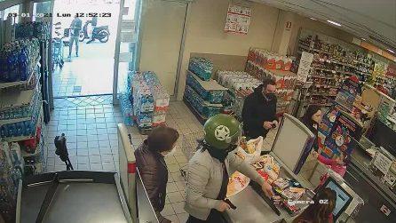 Grumo Nevano, le immagini della rapina in un supermercato