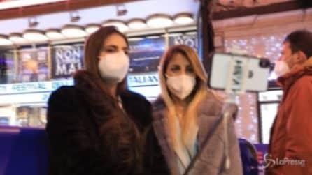 """Sanremo, la gente fuori dall'Ariston: """"Speriamo che il Festival ci riporti alla vita normale"""""""