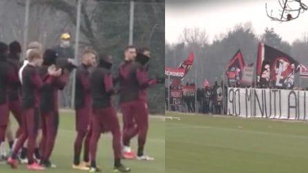 Derby, la Curva Sud si sposta a Milanello: Ibrahimovic e compagni si avvicinano e applaudono
