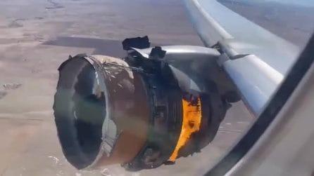 Usa: motore in fiamme, aereo perde pezzi sulle case