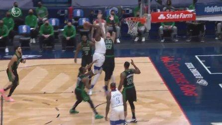Sport - Nba - NBA, Zion Williamson decolla e trova il gioco da tre punti