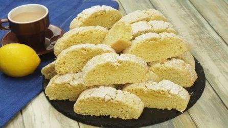 Biscotti al limone: friabili e profumati, perfetti per una pausa deliziosa!