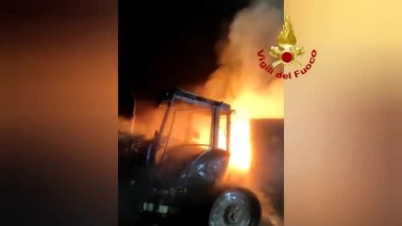 Sabaudia, distrutto dalle fiamme il fienile di un'azienda agricola