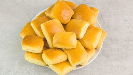 Texas roadhouse rolls: they smell really good!