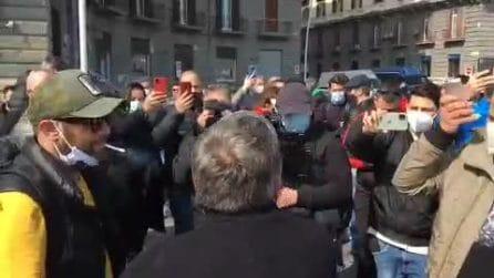 Napoli, in piazza i ristoratori chiusi per zona arancione Covid