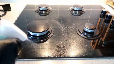 Come pulire il piano cottura con un detergente fai da te