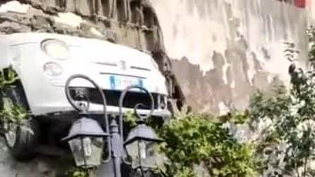 Incidente a Gragnano, auto sfonda il muro e resta sospesa in bilico