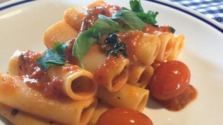 """Ziti al pomodoro """"speziato"""": la ricetta del primo piatto da leccarsi i baffi"""