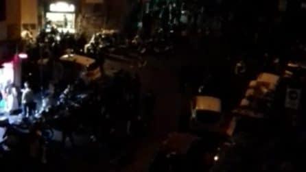 Caos a Napoli in zona arancione Covid: insulti alla volante della polizia