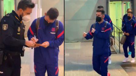Leo Messi fermato dalla polizia, per un autografo