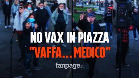 """No vax in piazza: sputi contro un'infermiera e urla di """"Vaffa…"""" ai medici"""