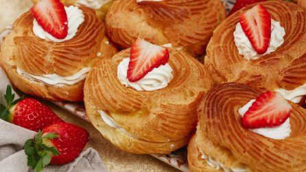 Strawberry and cream choux: you will love them with the first bite!