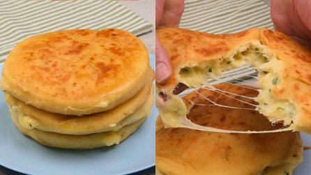 Focacce ripiene in padella senza lievito: l'idea veloce per un piatto saporito!