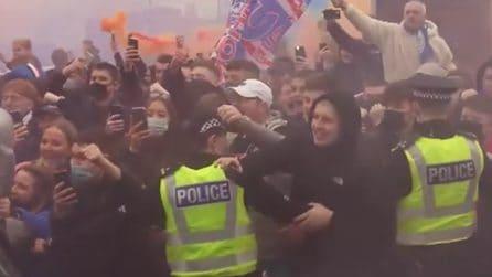 Migliaia di tifosi festeggiano il titolo dei Rangers: a Glasgow nessuna norma anticovid rispettata