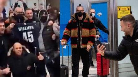 Hamsik arriva al Goteborg: bagno di folla e subito un coro per Marek