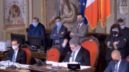 """Sicilia, la furia di Miccichè: """"Sono inca**ato, dicevo dovevamo vaccinarci e siamo stati presi per il c."""""""