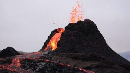 In Islanda tutti sotto al vulcano in eruzione dopo 900 anni