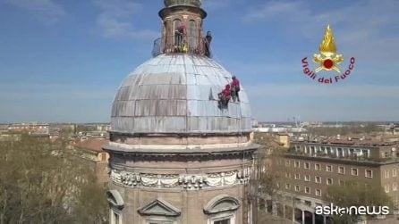 A Modena Vigili del Fuoco al lavoro sulla cupola a 30 metri