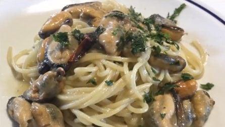 Spaghetti cotti in padella con le cozze: la ricetta del primo piatto strepitoso