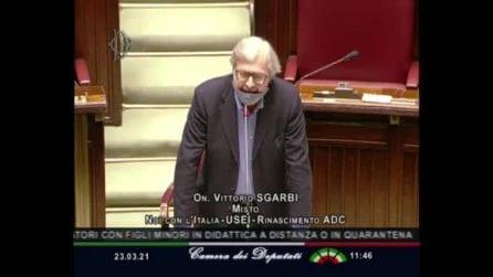 """Sgarbi chiede di parlare senza mascherina alla Camera: """"Ho avuto il Covid e ho il cancro"""""""