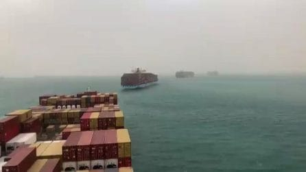 Suez, enorme nave cargo blocca traffico marittimo: ecco l'ingorgo
