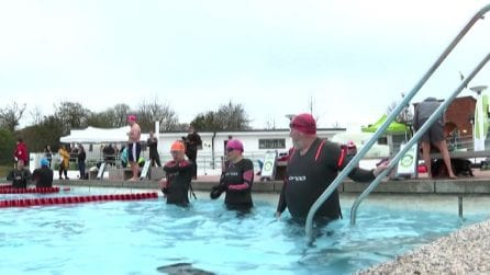 Covid, in Gran Bretagna riaprono le piscine all'aperto