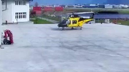 Elicottero della GdF distrutto durante la fase di decollo