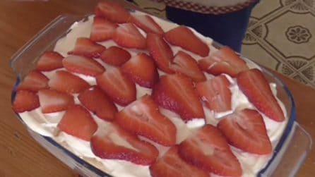 Tiramisù alle fragole: la ricetta del dessert davvero goloso