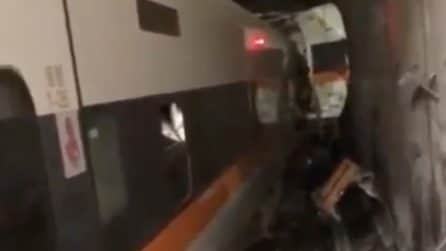 Incidente ferroviario a Taiwan: persone bloccate dentro provano a sfondare il vetro per uscire