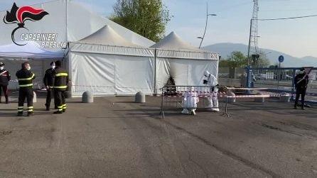 Bottiglie molotov contro un centro vaccinale a Brescia: danni alla struttura, nessun ferito
