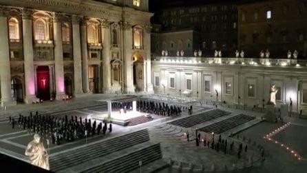 Seconda Pasqua con il Covid, la Via Crucis in Piazza San Pietro