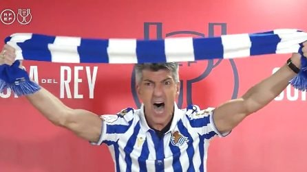 Real Sociedad vince la Coppa del Re: l'allenatore interrompe la conferenza stampa e si trasforma in ultras