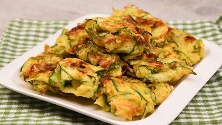 4 ingredients zucchini fritters: crunchy and delicious!