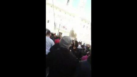 Roma, scontri in piazza Montecitorio durante la protesta dei commercianti