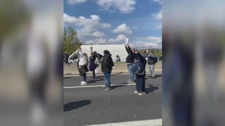 Ristoratori Tni Italia bloccano la A1, auto investe manifestante