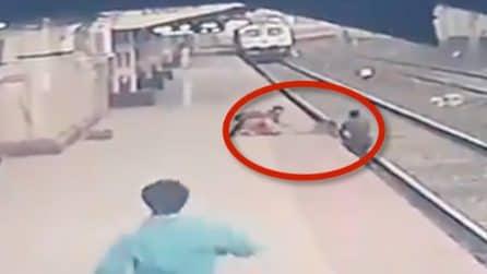 L'eroe che mette in pericolo la sua vita per salvare un bambino caduto sui binari