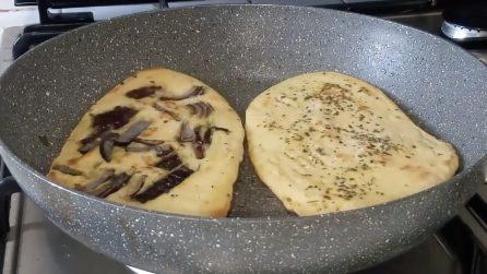 Focacce farcite in padella: la ricetta veloce e piena di gusto