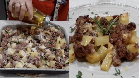 Salsiccia e patate in teglia: la ricetta furba per un secondo piatto buonissimo