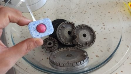 Come pulire i bruciatori con la pastiglia della lavastoviglie